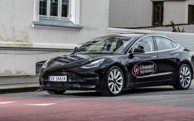 Første trafikkskole med Tesla Model 3